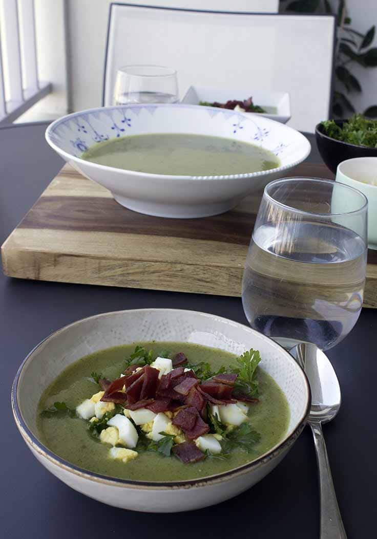 Smooth & silky zucchini soup with eggs, turkey bacon and parsley. Easy and healthy fall and winter food.