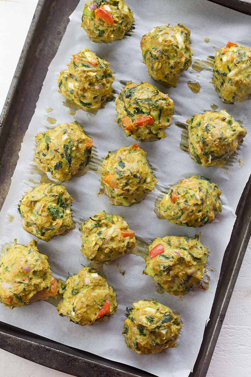 These Healthy Turkey Meatballs Without Breadcrumbs are juicy little protein bombs packed with flavor. Super easy to make and ready in 40 min. (low carb, high protein, gluten free, diabetes friendly, paleo)