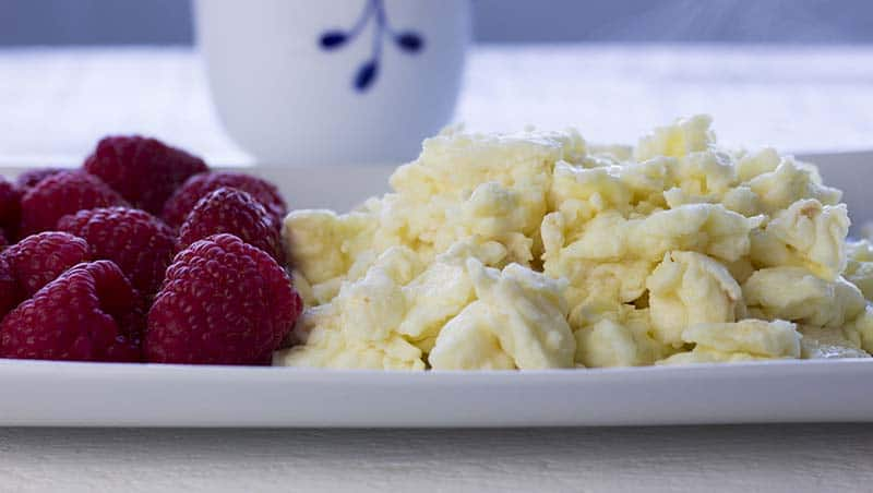 Scrambled eggs and berries