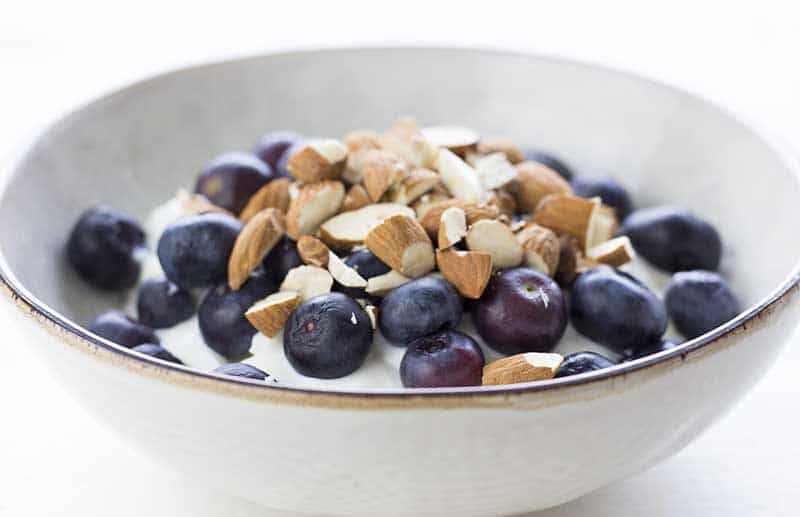 Yogurt with blueberries and almonds