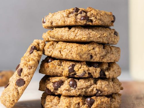 Stack of 6 chocolate chip cookies