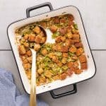 Low-carb stuffing in white pan