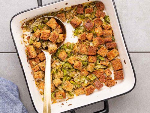 Low-carb stuffing in white pan
