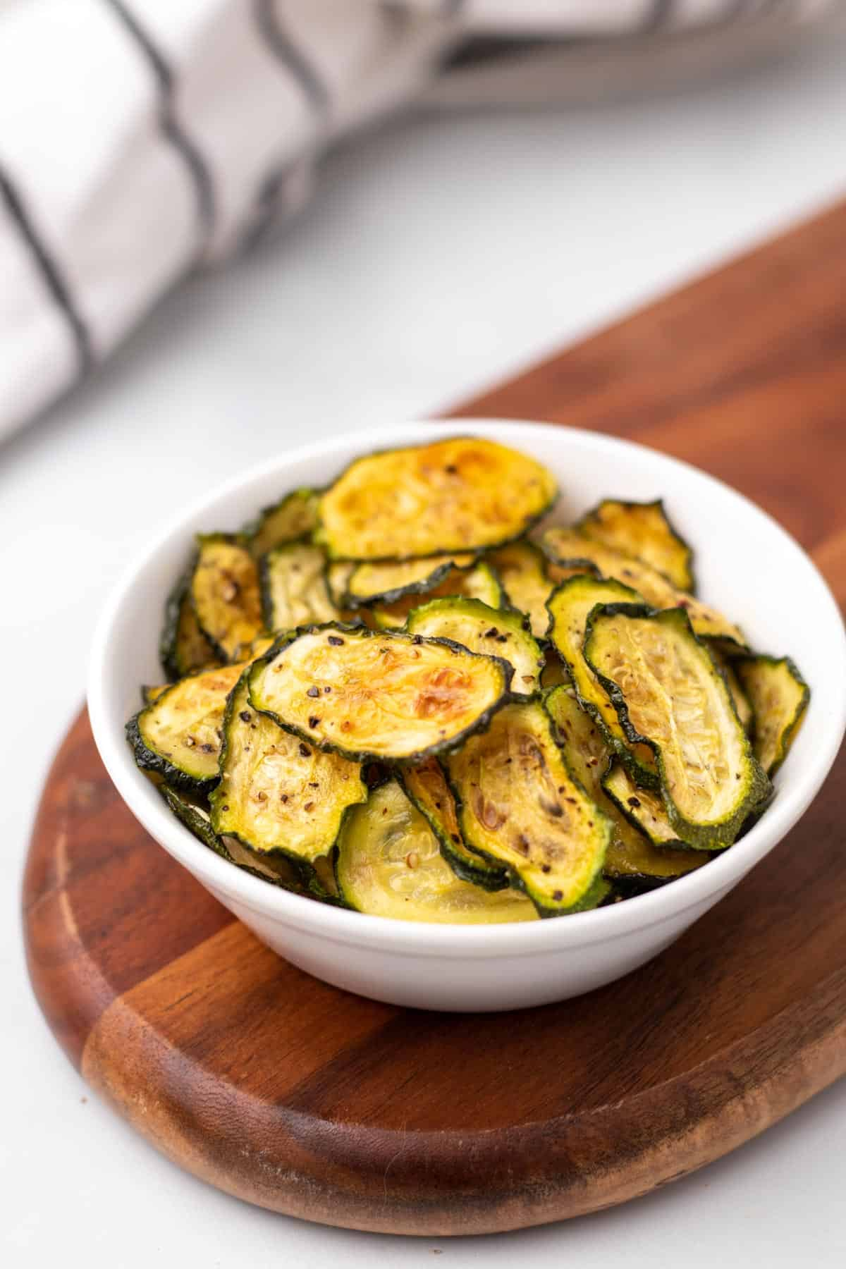 Finished low-carb zucchini ships in a white bowl