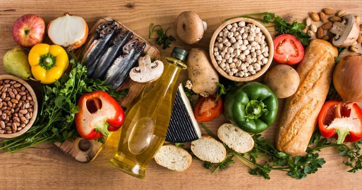 Table with food from the Mediterranean Diet